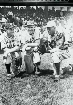 Cecil Travis, Dizzy Dean and Satchel Paige  during barnstorming tour